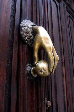 I so want this door knob. Casa Bella: Door Lover