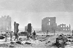 RIAN archive 602161 Center of Stalingrad after liberation - Bataille de Stalingrad — Wikipédia