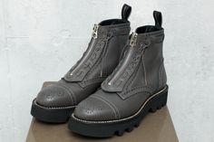 フット ザ コーチャー(foot the coacher)の2016-17年秋冬コレクションを紹介。定番シューズはもちろん、今季は新型も豊作。伝統的なシューズをブランドらしくリファインしたり、少しパン...