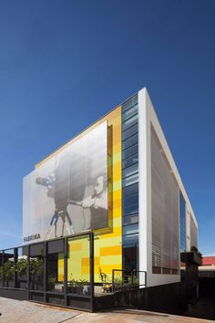 CoDA arquitetos Retail Architecture, Colour Architecture, Commercial Architecture, Amazing Architecture, Contemporary Architecture, Architecture Details, Building Signs, Building Facade, Building Exterior
