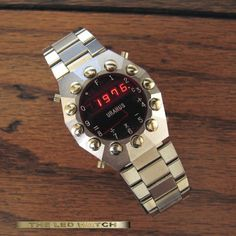 Watchismo Times: Look at Legendary LEDs of Lloyd's Large Collection Top Watches For Men, Cool Watches, Rolex Watches, Wrist Watches, Retro Watches, Vintage Watches, Watch Blog, Led Watch, Android Watch