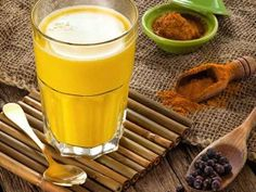 Turmeric milk is a traditional Indian drink. It is also called the golden milk. Read on to know how to prepare and benefits of turmeric milk for beauty. Turmeric Benefits For Skin, Ginger Benefits, Fresh Turmeric, Turmeric Tea, Fresh Ginger, Health Benefits, Health Remedies, Home Remedies, Natural Remedies