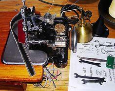Pristine-Antique-Singer-81-2-Industrial-overlock-serger-cast-iron-treadle-1922