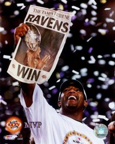 The greatest Raven of all-time, Ray Lewis. The day that he and the 2000 team won Super Bowl XXXV will always be one I will remember. On to Canton! Ray Lewis, Baltimore Maryland, Baltimore Orioles, Baltimore Ravens Players, Home Team, Nfl Football, Football Fever, Football Season, Sports Pictures