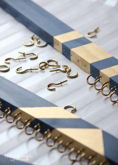 Einfache DIY Chunky Throw Blankets – Liste Pin – DIY Schmuck Organizer – About jewelry organizer diy Diy Jewelry Rings, Diy Jewelry Unique, Diy Jewelry To Sell, Diy Jewelry Holder, Jewelry Hanger, Jewelry Tree, Diy Jewellery, Jewelry Box, Hanging Jewelry