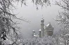 Risultato della ricerca immagini di Google per http://lancastria.net/blog/wp-content/uploads/2010/10/neuschwanstein-castle-lancastria-0094.jpg