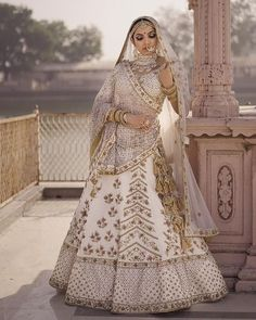 Looking for Bridal Lehenga for your wedding ? Dulhaniyaa curated the list of Best Bridal Wear Store with variety of Bridal Lehenga with their prices Latest Bridal Dresses, Muslim Wedding Dresses, Indian Bridal Outfits, Indian Designer Outfits, Indian Bridal Wear, Asian Bridal, Bridal Gowns, Designer Bridal Lehenga, Bridal Lehenga Choli
