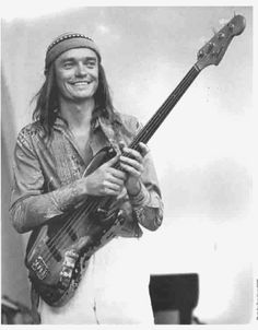 Jaco Pastorius - bass player for Weather Report. Coldest bass player of all time! And it was a fretless bass! I Love Music, Music Is Life, Good Music, Rock N Roll, Jaco Pastorius, Jazz Guitar, Smooth Jazz, Jazz Musicians, Instruments