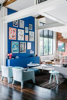 The Design Files Open House 2013 in Hawthorn, Melbourne, OPEN TODAY! Furniture by Jardan, rugs by Loom, Artwork on blue wall by Kirra Jamis. Blue Accent Walls, Blue Walls, Bright Walls, Blue Feature Wall, Inspiration Wand, Sweet Home, The Design Files, Deco Design, Style At Home