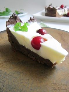 tarta dietetica cu fructe, tarta cu iaurt, tarta cu branza, tarta cu indulcitor, tarta cu cirese, tarta cu pudra de roscove, prajituri dietetice, dietary tart, carob dietary tart, carob tart, cherries tart, yogurt tart, dukan desserts, dietary dessert, Healthy Sweets, Healthy Recipes, Healthy Food, Raw Vegan, Tart Cherries, Cheesecake, Yogurt, Pudding, Yummy Food