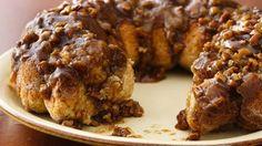 Best Bisquick® Monkey Bread Recipe - BettyCrocker.com Bisquick Recipes, Bread Recipes, Just Desserts, Delicious Desserts, Yummy Food, Yummy Treats, Healthy Desserts, Fun Food, Gourmet