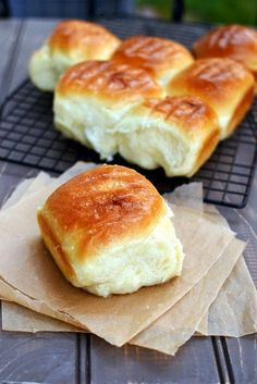 Cook's Hideout: Coconut Buns (Pani Popo)-Eggless Recipe (minus the syrup would make nice dinner rolls) Eggless Desserts, Eggless Recipes, Eggless Baking, Delicious Desserts, Cooking Recipes, Yummy Food, Bread Recipes, Pani Popo, Coconut Buns