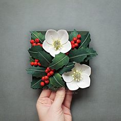 Probably the last post for this year - floral tile with holly berry and christmas rose aka hellebore.  Wishing everyone happy holidays, no matter what you are celebrating!  . . #paperartist #paperflorist #christmasrose #hollyberry #paper_to_petal #thehandmadeparade #creativityfound #etsyseller #handmadechristmas #craftsposure #strictlypaperart #paperartistscollective #blooooms #creatorslane #petalperfection #makersgonnamake #dsfloral #plantlady #plantsmakepeoplehappy #botanicalart #thebot...