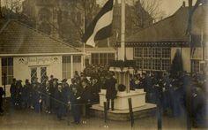 26-02-1917.  Afbeelding van minister van Landbouw, Nijverheid en Handel dr. F.E. Posthuma die de officiële openingshandeling verricht bij de opening van de  eerste Nederlandse Jaarbeurs op het Vredenburg te Utrecht.  De eerste jaarbeurs werd van 26 februari tot 10 maart 1917 gehouden.