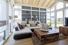 Der Wohnbereich zeigt ein wintergartenähnliches Ambiente. Foto: Stommel Haus GmbH