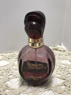 Sample Decant of Christian Dior Poison EDC - First Formula. This is the cologne which is more floral and balsamic than the EDT. It was the first poison released. Perfume And Cologne, Perfume Bottles, Christian Dior Poison, Fragrances, Lotion, Shops, Facebook, Vintage, Ebay