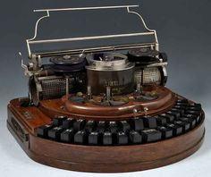 """The Hammond typewriter acquired by Lewis Carroll in May 1888 >"""" Vintage Antiques, Vintage Items, Writing Machine, The Hammond, Antique Typewriter, Vintage Typewriters, Vintage Suitcases, Vintage Luggage, Decoration Inspiration"""