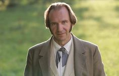 "Ralph Fiennes in ""Two women"""