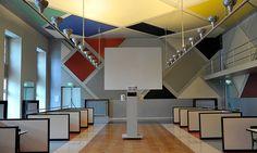Le Ciné-dancing habillé par les compositions colorées de Theo van Doesburg. © Photo R.A.N.