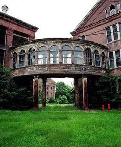 I love the bridge between the buildings! Abandoned Buildings, Abandoned Asylums, Old Buildings, Abandoned Places, Abandoned Castles, Haunted Places, Vintage Architecture, Beautiful Architecture, Architecture Design