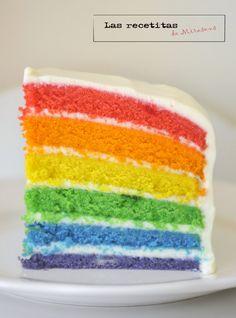 Creo que en vez de tarta arcoiris debería llamarse tarta de la felicidad. La he llevado al trabajo y ha sido curioso ver la reacción de ...