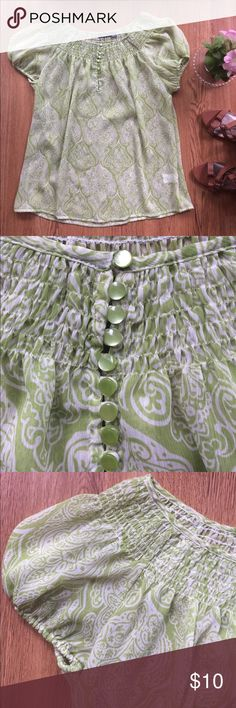 Apt. 9 top springy boho gathered shirred breezy M Apt. 9 top spring green boho gathered shirred button detail Size M Apt. 9 Tops Blouses