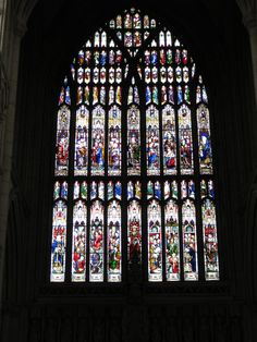 Vitral na Catedral de Beverly, em Beverly, Yorkshire Leste, Inglaterra, Reino Unido. Fotografia: Alberto De Marco no Flickr.