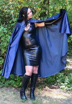 Beautiful girl wearing a beautiful rubberlined satin cape Mackintosh Raincoat, Rubber Catsuit, Rubber Raincoats, Leder Outfits, Pvc Raincoat, Rain Wear, Leather Dresses, Dress With Boots, Girls Wear