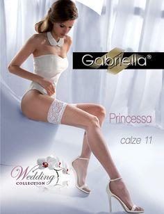 Gabriella har laget en nydelig netting strømpe i hvitt, perfekt til bryllup. Sterk, holdbar og behagelig. Henger på plass.