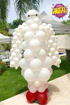 Baymax balloon sculpture, big heros Party ideas, grandes heroes decoración para fiestas, grandes héroes decoración con globos, www.tuttiparty.mx  playa del carmen México