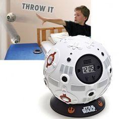 Réveil enfant Star Wars à lancer contre le mure ! http://www.bebegavroche.com/reveil-star-wars-sphere-entrainement.html