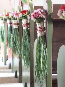 Hochzeitsfloristik: Kirchenschmuck in Bündelform