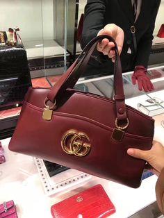 ccf004b986e4 Gucci Arli Large Top Handle Bag 550130 Brought - $975.00 Gucci Purse Price,  Gucci Purses