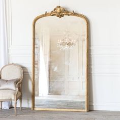 Antique French Rounded Arched Mirror with Crest - Best Picture For French antiques mirror F French Country Rug, French Country Living Room, French Country Bedrooms, French Country Decorating, Modern Country, French Style, Rectangular Bathroom Mirror, Accent Wall Decor, French Mirror