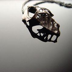 Scull pendant, Eero Hintsanen  www.eerohintsanen.com