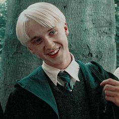 𝖒𝖎𝖔𝖓𝖊 — draco malfoy icons. 𝙡𝙞𝙠𝙚/𝙧𝙚𝙗𝙡𝙤𝙜 𝙞𝙛 𝙪 𝙨𝙖𝙫𝙚 𝙤𝙧 𝙪𝙨𝙚. Estilo Harry Potter, Mundo Harry Potter, Harry Potter Draco Malfoy, Harry Potter Tumblr, Harry Potter Pictures, Harry Potter Cast, Harry Potter Characters, Harry Potter Memes, Potter Facts