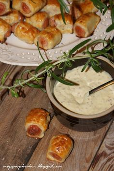 my passions: sausages or sausages in szlafroczkach puff pastry with mustard sauce Bread Dipping Oil, Party Finger Foods, Polish Recipes, Polish Food, Dressing, Food And Drink, Appetizers, Cooking Recipes, Cheese