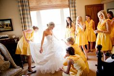 Rustic, country bride and bridesmaids. Getting ready.
