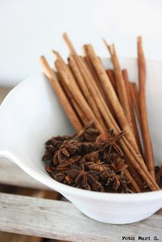 Scents of Christmas, cinnamon sticks and anise stars