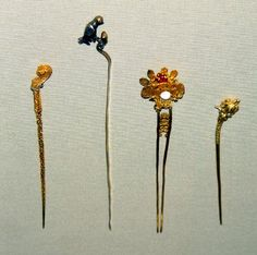 Hair-pin. Ram's head. Made of filigree gold.