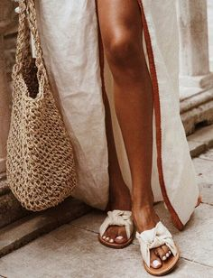 Maillot de bain : White mules linen dress french knit bag for market strolls Looks Street Style, Looks Style, Style Me, Beige Outfit, Basic Fashion, Womens Fashion, 90s Fashion, Fashion Ideas, Fashion 2018