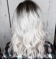 "874 Likes, 15 Comments - Schwarzkopf Professional USA (@schwarzkopfusa) on Instagram: ""Get ICY with #SilverWhites❄️ Formula below! Hair by @geribeth23 . . . Base: 25g 7-1 + 5g…"""