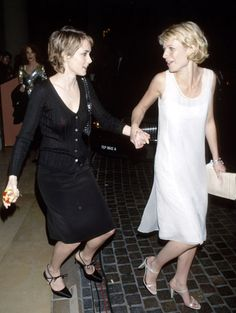 I wish these two crazy chicks would just kiss and make-up...Noni & Gwynnie back in the 90's...