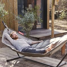 Fatboy Headdemock Hammock Design Fatboy's Headdemock is perfect for lounging on lazy summer days. The modern hammock doesn't need trees since it comes with a sturdy frame – feel free… Small Furniture, Furniture Design, Outdoor Furniture, Outdoor Decor, Indoor Hammock, Hammock Chair, Stand Alone Hammock, Fatboy Headdemock, Sunbrella Pillows