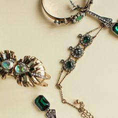 The glamor emerald green! Grab a piece!