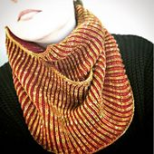 Ravelry: Croíeile Cowl pattern by Leonie Thornley