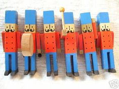 Toy Soldiers — love the drum Could DIY paint some wooden clothes pegs to look like the nutcracker toy soldiers, which could be clippped to branchs or gifts.