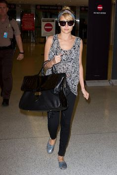 Nicole Airport Style Airport Look, Airport Style, Celebrity Style Guide, Square Faces, Nicole Richie, Travel Style, Jet Set, Personal Style, Sporty