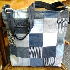 Terrific No Cost 60 original jeans upcycling ideas to imitate Tips I really like Jeans ! And a lot more I want to sew my own Jeans. Next Jeans Sew Along I am likely Diy Old Jeans, Recycle Jeans, Upcycle, Jean Crafts, Patchwork Bags, Denim Patchwork, Denim Bag, Free Sewing, Bag Making