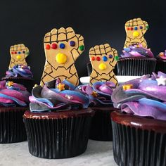 Image may contain: food Avengers Birthday, Superhero Birthday Party, Boy Birthday, Birthday Ideas, Avenger Party, Galaxie Cupcakes, Pastel Avengers, Avenger Cupcakes, Avenger Cake